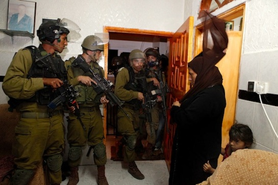 Israeli-soldiers-arrest-Palestinian-child-in-the-West-Bank-courtesy-nytimes.com_
